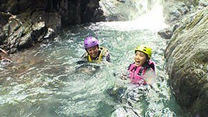 シャワークライミング | オトナの夏休み ~信州の夏山を遊び尽くそう!~(駅テレ)