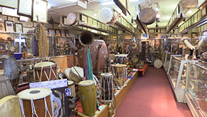 もっと!信州77「岡谷市編」| 御諏訪太鼓会館館内 世界の太鼓博物館