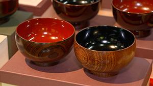 伝統的な木曽漆器 木曽漆器 ~伝統の世界に新しい風~