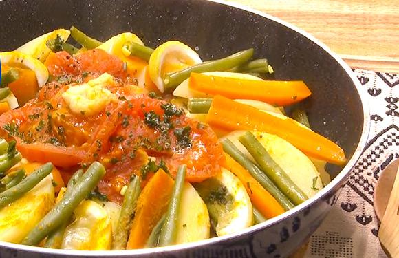 ヤミーの3ステップクッキング 鶏肉と野菜のモロッコ風フライパン蒸し
